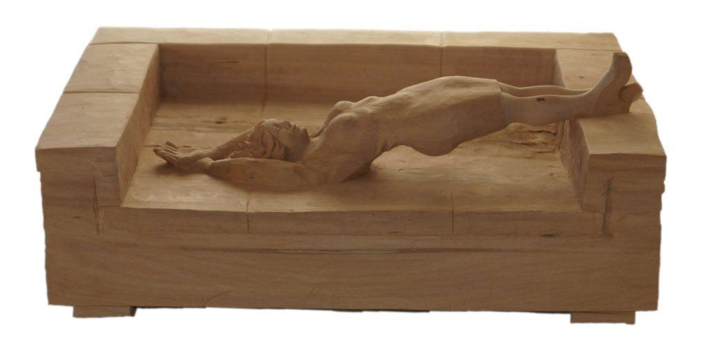 Frau-Sofa-Wasser-Holzfigur